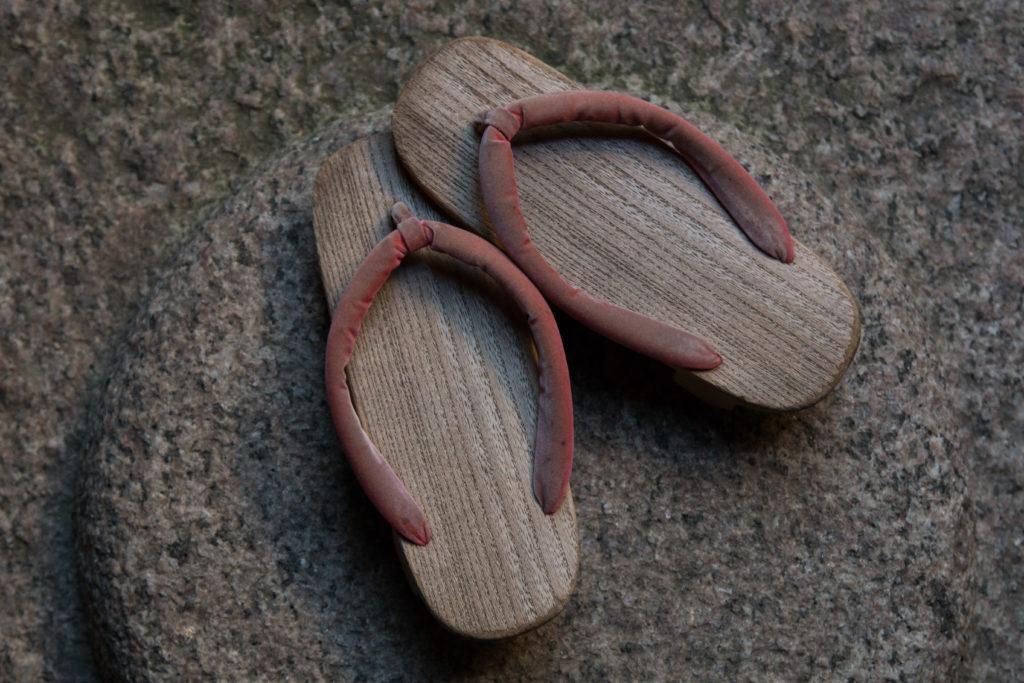 格子の家の草履