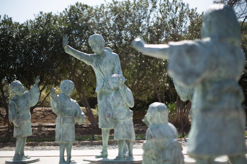 二十四の瞳映画村の銅像