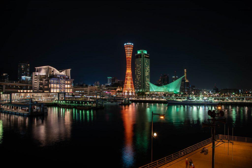 ポートタワーと神戸の夜景