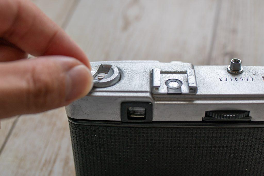 OLYMPUS TRIP35 フィルム装填方法