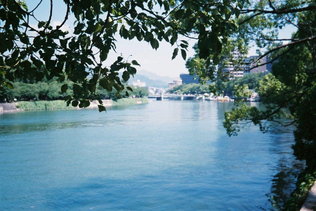 原爆ドーム近くの川