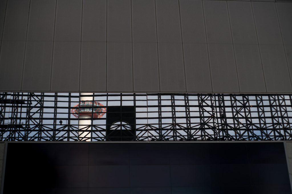 京都タワーリフレクション