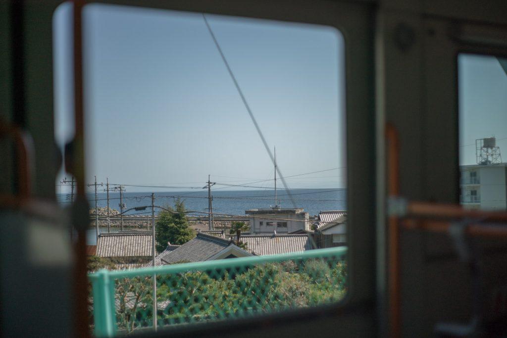 バスから見える海