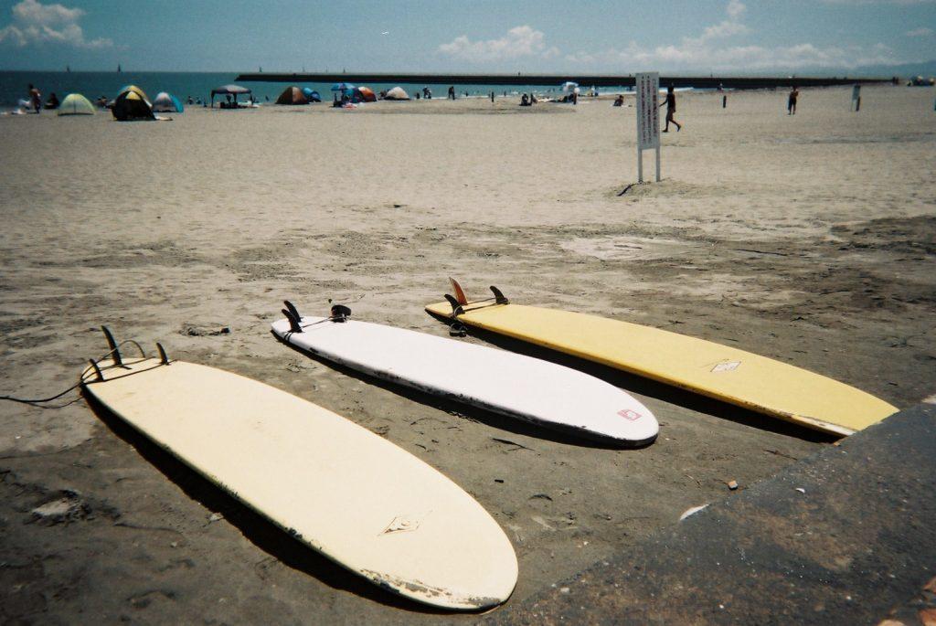 ビーチのサーフボード