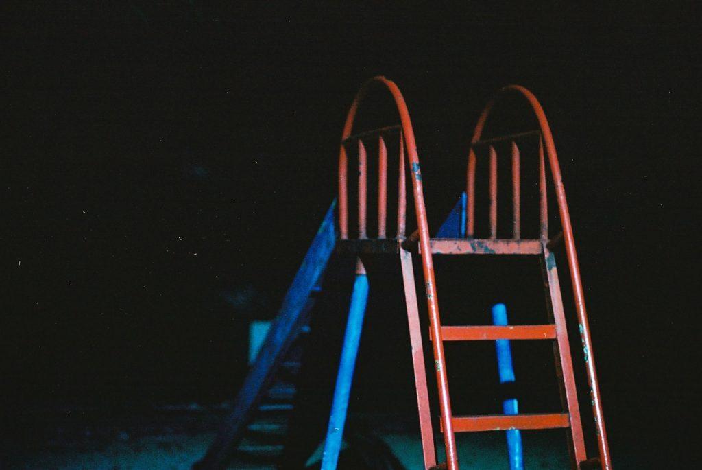 夜の滑り台