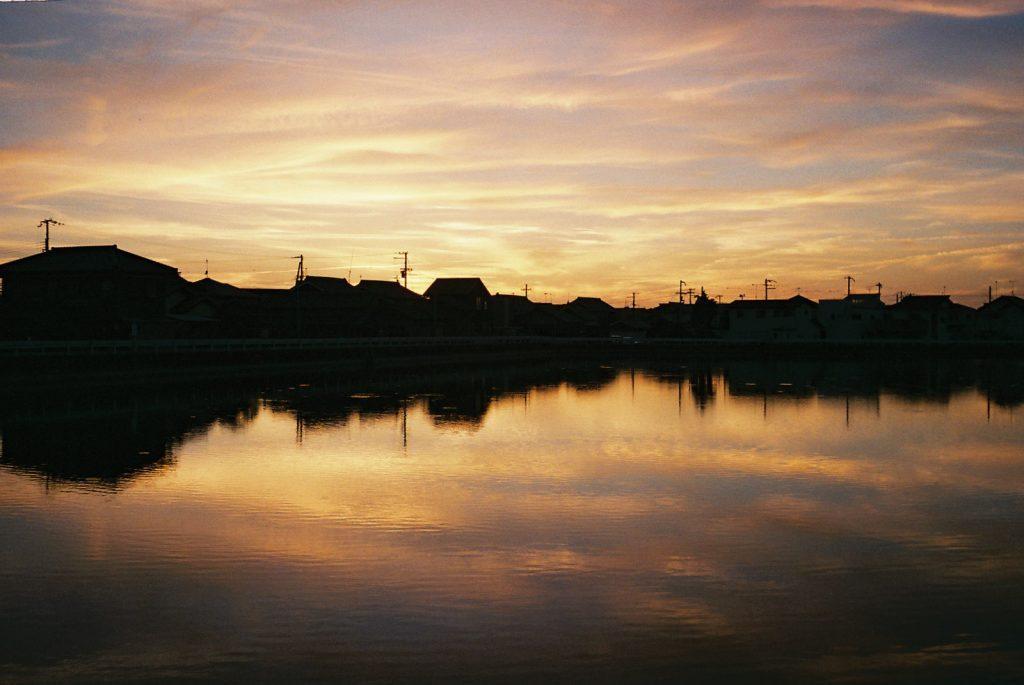 夕焼けと池リフレクション