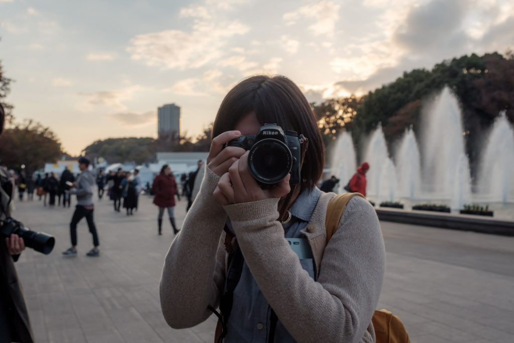 カメラを向けられる