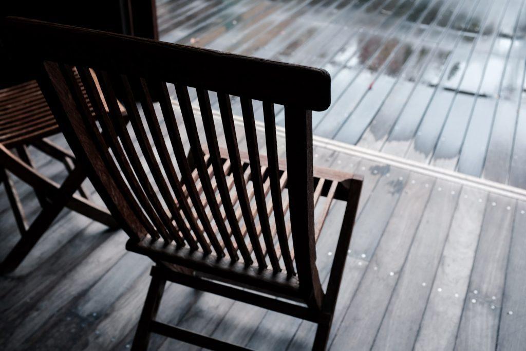 シックな椅子