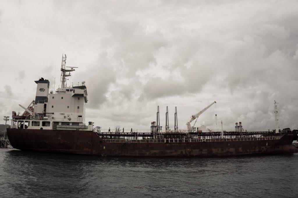 大きな船舶