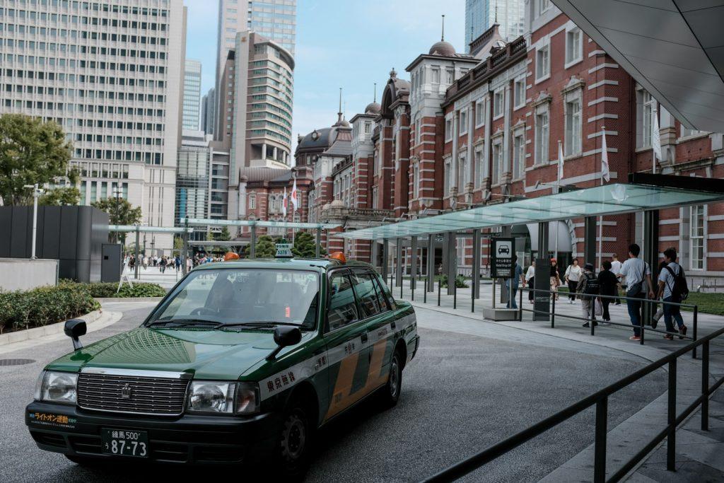 東京駅とタクシー