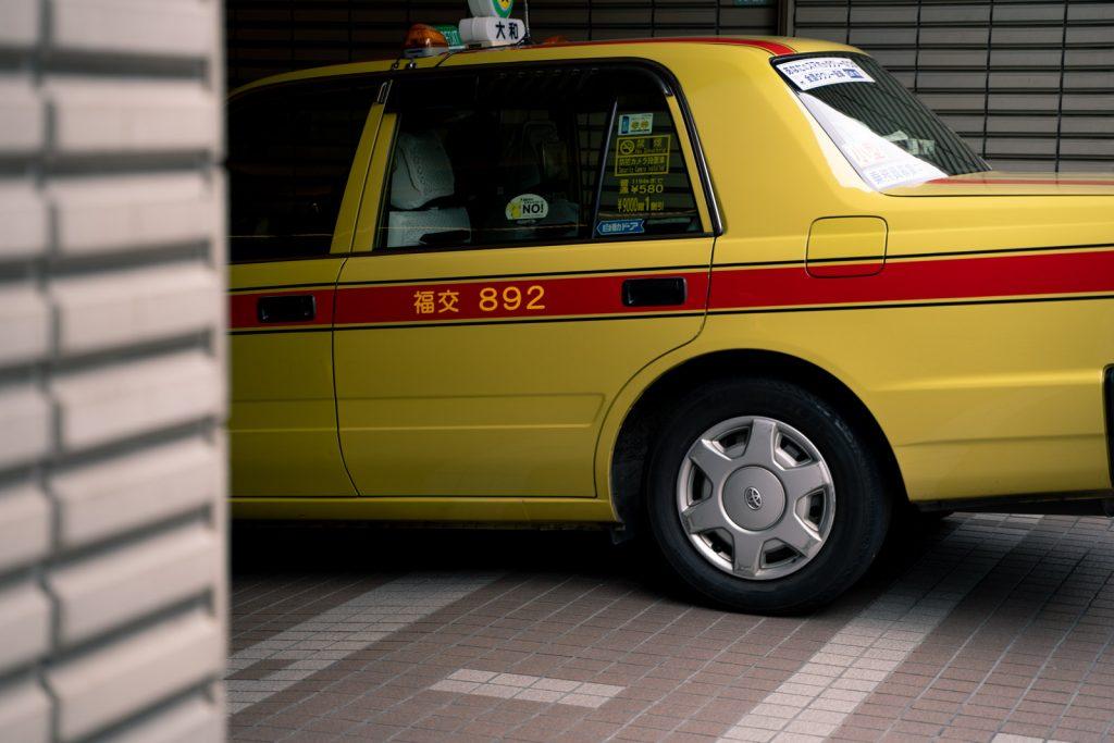 黄色いタクシー