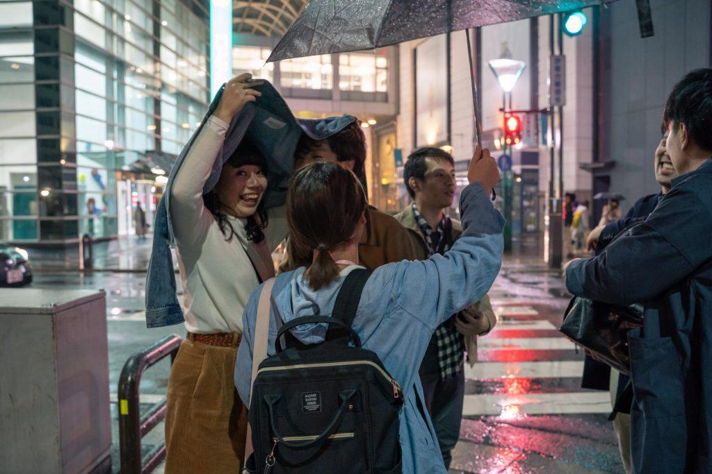 雨の飲み屋街