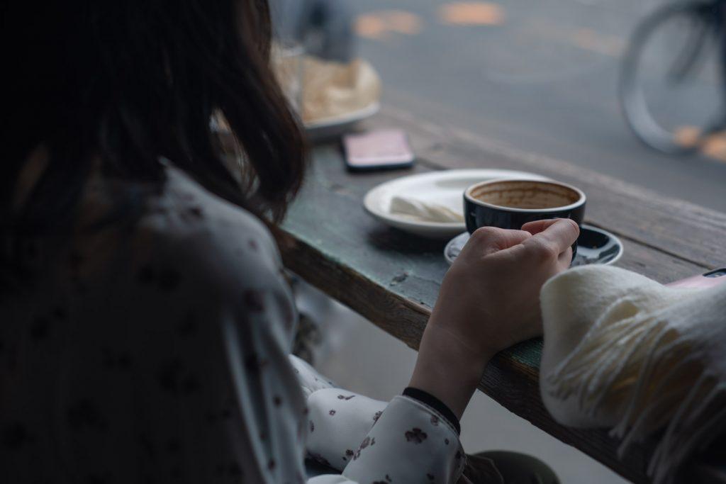 珈琲と女性