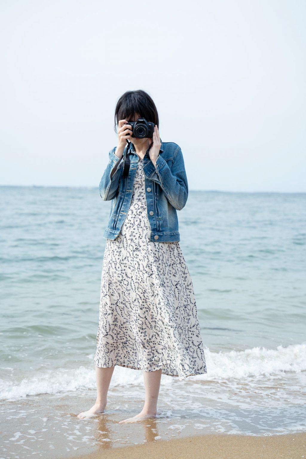 カメラ女子と海