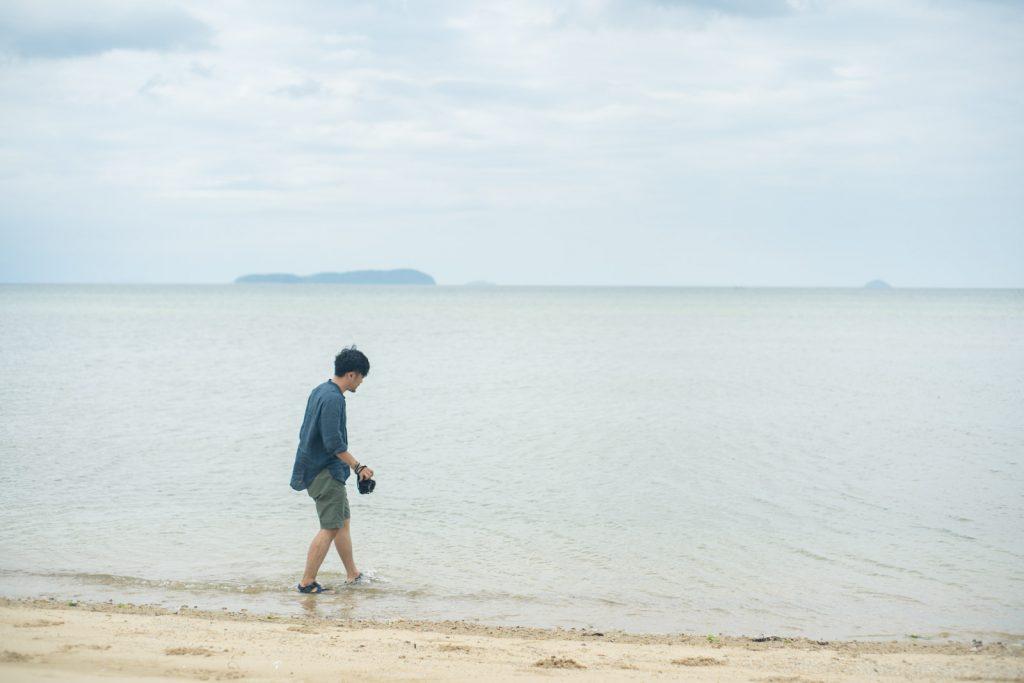 海に入る人