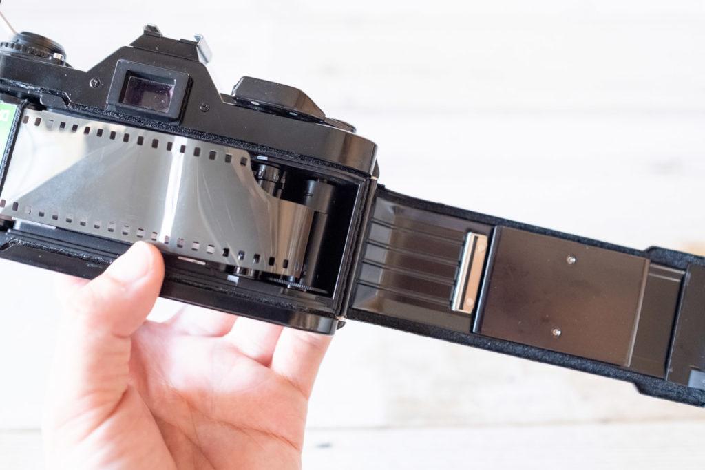 フィルム一眼レフ フィルム装填方法
